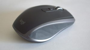 MX Anywhere 2S Wireless Mobile Mouse MX1600sGR のデザイン