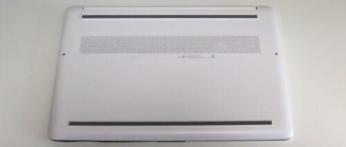 HP 15s-eq1000の裏面デザイン