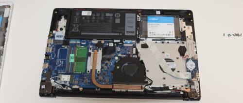 SSD換装しているところ