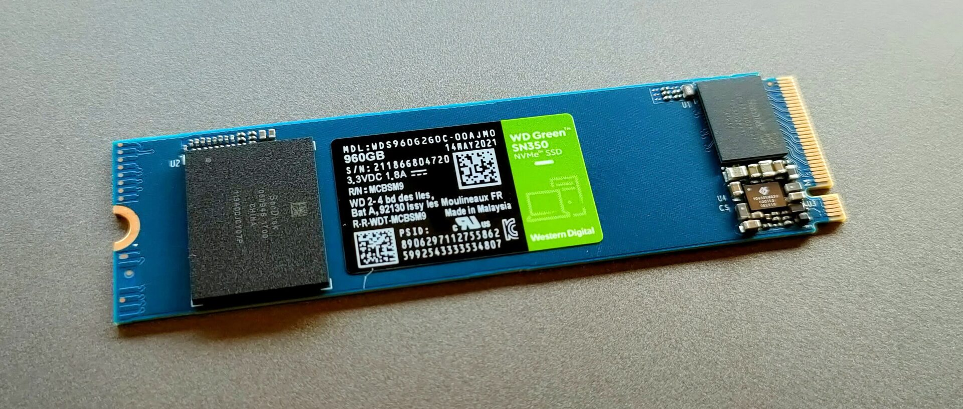 Western DigitalのWDS960G2G0Cは片面実装 (表側)