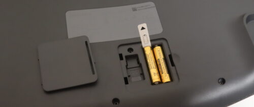ロジクールERGO K860は、単4電池が2本で2年使える